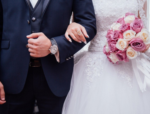 How to Stay Out Of Debt When Planning Your Wedding
